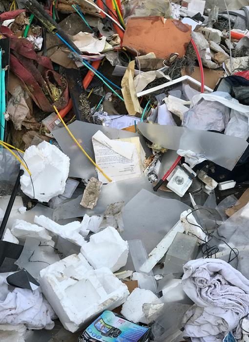 Grimmert-Recycling: Abfallentsorgung | Weggeworfene Abfälle: Styropor, Stoff und Plastik