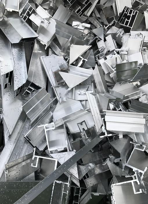 Grimmert-Recycling - Metallhandel | Viele Metallstücke zusammen auf einem Haufen