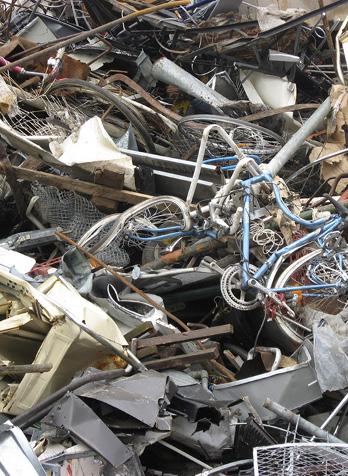 Grimmert-Recycling: Schrotthandel | Ein Berg von Metallschrott und Eisen